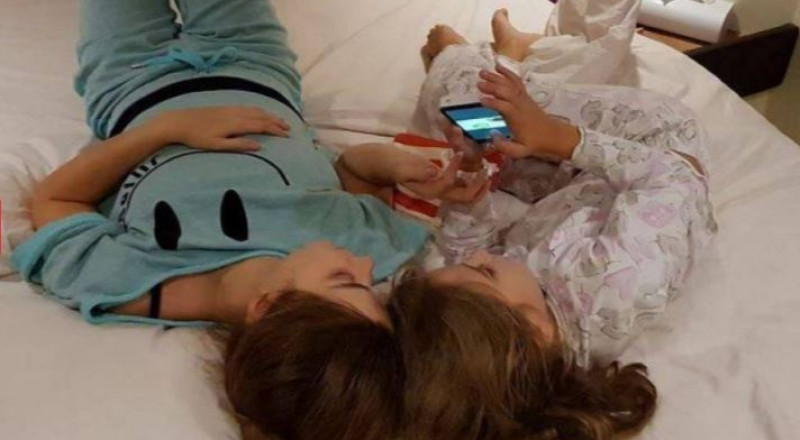 نانسي عجرم تنشر صورتها على السرير مع ابنتها من داخل اليخت