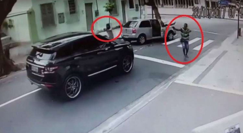 حارس مرمى البرازيل يتعرض لسطو مسلح في عز النهار