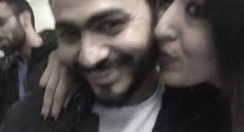 موقف محرج لتامر حسني أمام زوجته بسبب فتاة .. صور