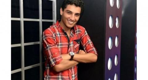 محمد عساف يطرح قميصه للبيع في مزاد علني