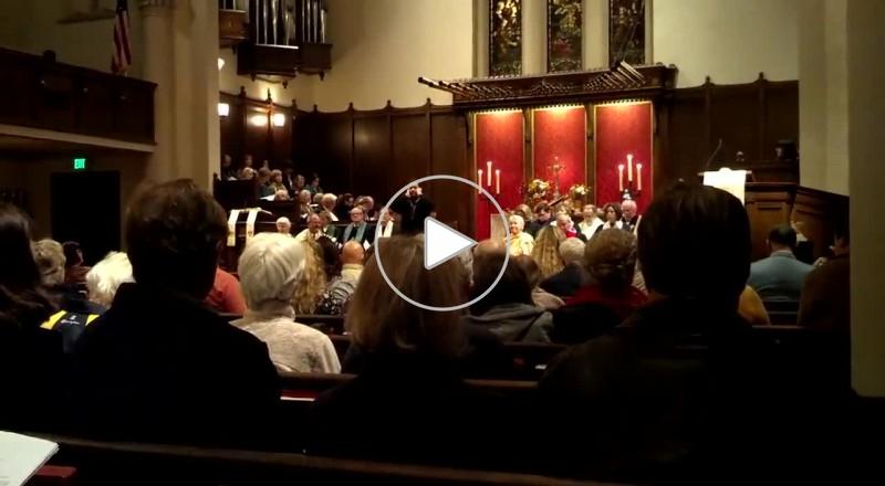 كويتي يؤذن داخل كنيسة في كاليفورنيا