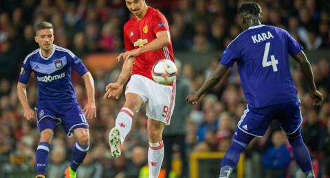 مورينيو يفتح الباب أمام 3 نجوم لمغادرة مانشستر يونايتد!