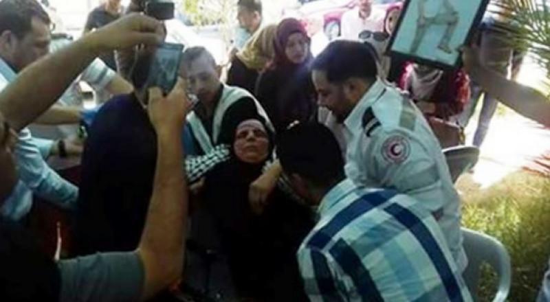 نقل والدة الأسير بني عودة للمستشفى لإضرابها عن الطعام