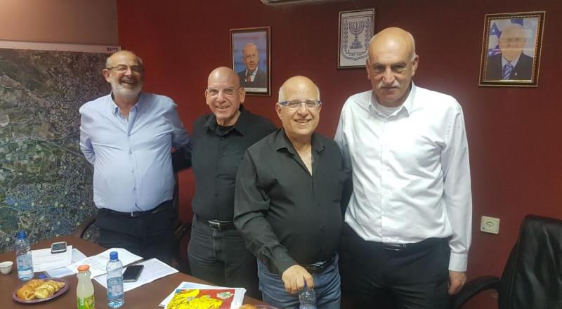 مدير عام وزارة المالية والإسكان يزور قرية الرينة ويعد بتقديم التسهيلات لمشاريع المجلس المحلي