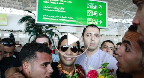 أحمد جمال يعود إلى مصر نجماً محمولاً على الأكتاف