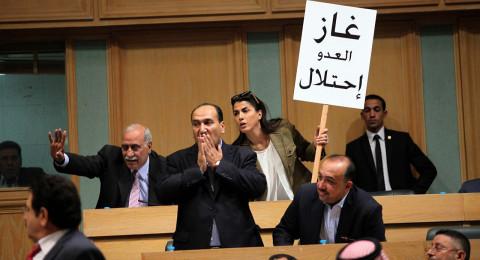 نواب اردنيون يوقعون على مذكرة لطرد السفير الاسرائيلي