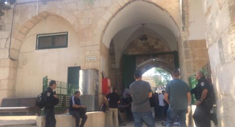 الالاف من المقدسيين يطالبون بفتح باب حطة