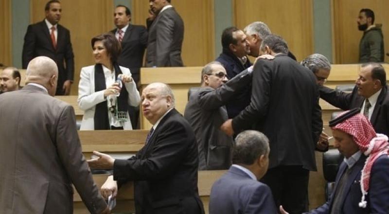 55 نائبا أردنيا يوقعون مذكرة تطالب بطرد سفير إسرائيل من عمان
