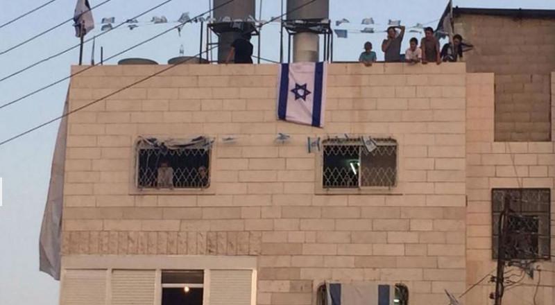 بعد أن احتله المستوطنون، الإعلان يعلن عن بيت أبو رجب بالخليل منطقة عسكرية مغلقة