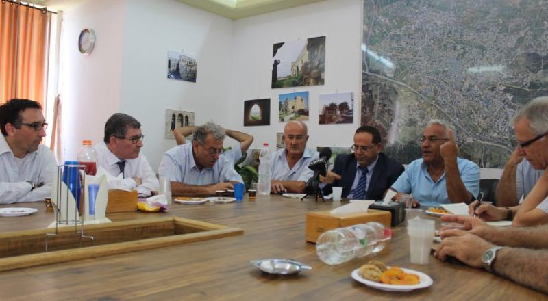 جهود رئيس بلدية شفاعمرو تثمر: افتتاح وكالة بريد جديدة ومركز لتسليم الرزم