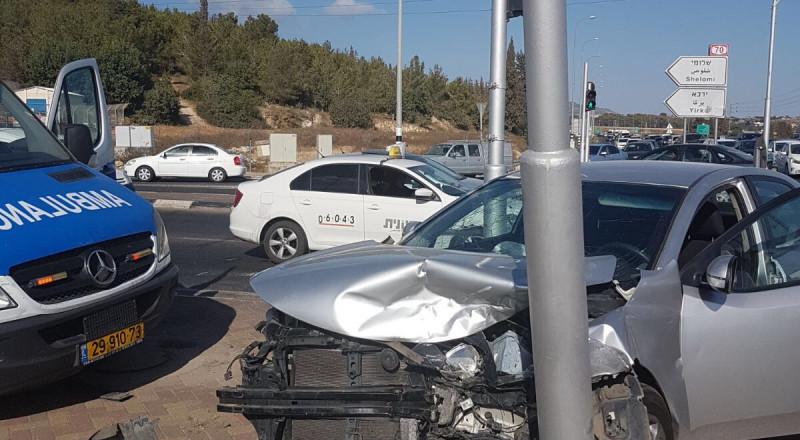 اصابات متفاوتة في حادث طرق على مفر كفر ياسيف