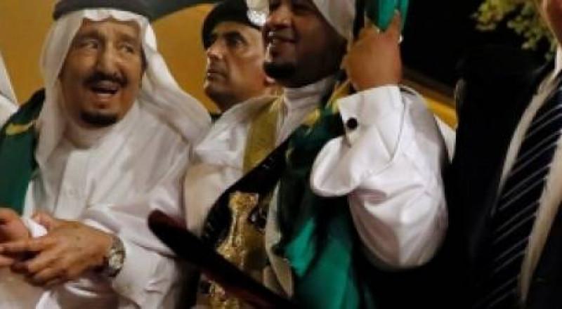 هل يتنازل الملك السعودي عن الحكم لابنه؟