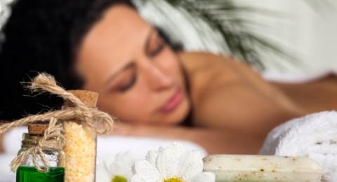 5 وصفات مختلفة لتحضير أملاح الاستحمام بنفسك