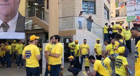 وليد عفيفي وداعموه يوزعون المناشير الانتخابية في حي الصفافرة