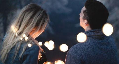 كم هو الوقت الذي تحتاجونه للوقوع في الحب؟.. الإجابة ستصدمكم!