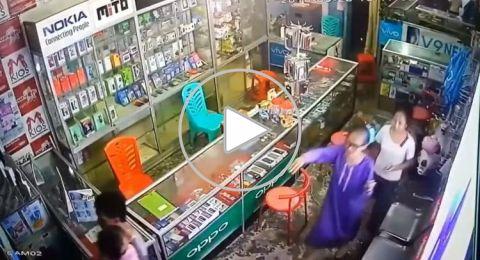 فيديو يرصد لحظة زلزال إندونيسيا.. هلع وهروب وموجات عاتية