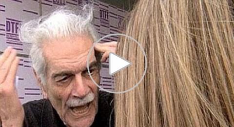 بالفيديو:عمر الشريف يقوم بضرب احدى المعجبات