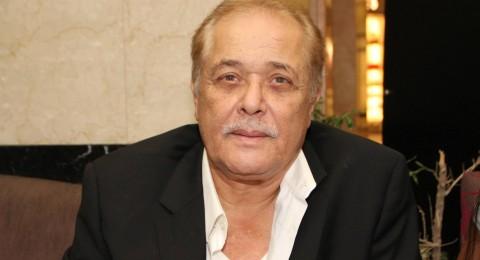 نجل محمود عبد العزيز يطلب جمهوره بالدعاء له