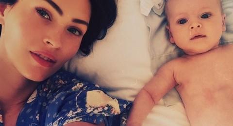 اول سيلفي لـ Megan Fox مع ابنها Journey River
