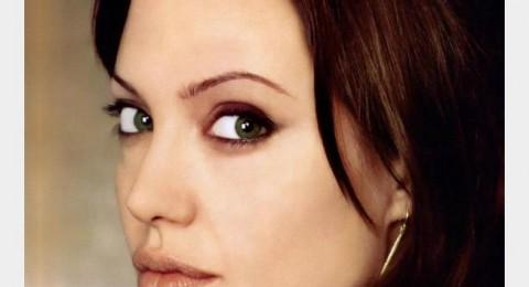 هل تعتزل انجيلينا جولي التمثيل؟