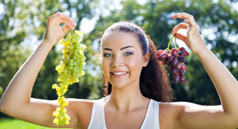 خل العنب لتفتيح وتنظيف البشرة بعمق