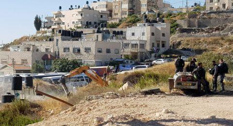 القدس: هدم منزل في بيت حنينا واجبار عائلتين على هدم منزليهما