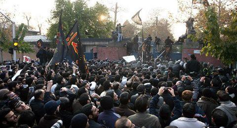 متظاهرون إيرانيون يهتفون بـ
