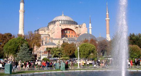 الأتراك يدلون بأصواتهم اليوم في انتخابات رئاسية وبرلمانية مبكرة