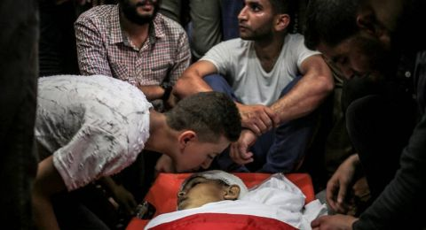 فلسطينيون بغزة يشيعون جثماني شهيديْن أحدهما طفل