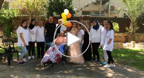 بلفتة غير مسبوقة... العروس هيا الجمل تحتفل بزفافها مع والدها المريض
