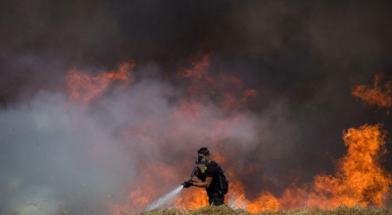 اندلاع عدد من الحرائق اليوم بفعل البالونات الحارقة بغلاف غزة