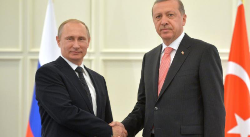 بوتين من تركيا: الأرضية جاهزة لإنهاء الأزمة السورية