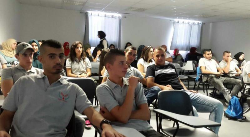 محاضرات توعية في مدرسة غرناطة الثانوية