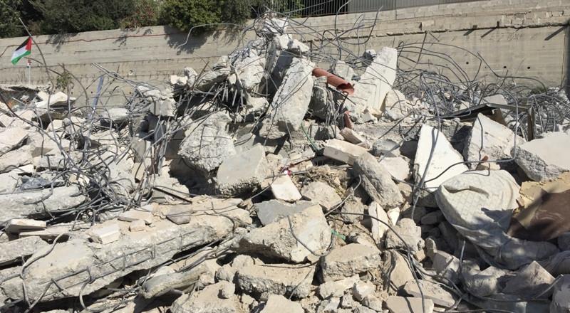 القدس: اقتحام حي المطار وتوزيع اوامر هدم في العيساوية