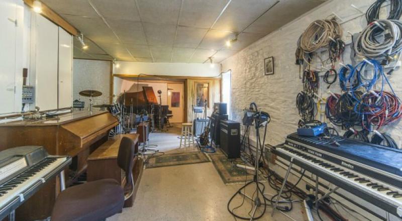 تحويل استوديو موسيقي إلى منزل لقضاء عطلة نهاية الأسبوع للفنانين