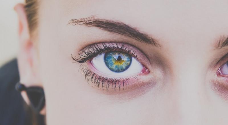 انت من أصحاب العيون الزرقاء؟.. هذا المقال يهمك