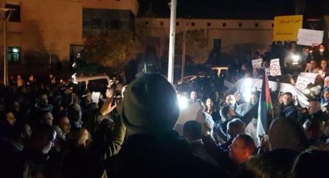 المئات في عين ماهل يتظاهرون ضد