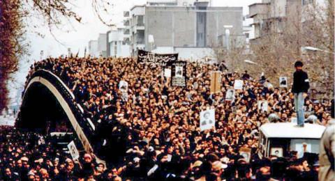 مقتل 3 اشخاص، مظاهرات مؤيدة وأخرى معارضة للنظام في إيران