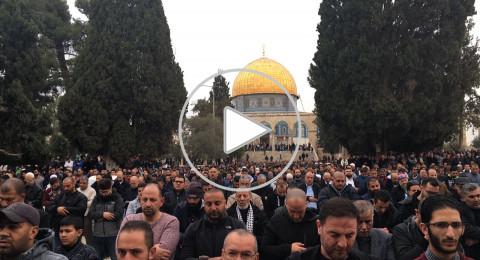 فيديو: اعتقال مقدسية لحملها علم فلسطين .. وعشرات الآلاف يصلون الجمعة بالأقصى