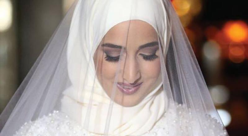 مكياج العروس المحجبة يرتكز على إظهار جمال عينيها