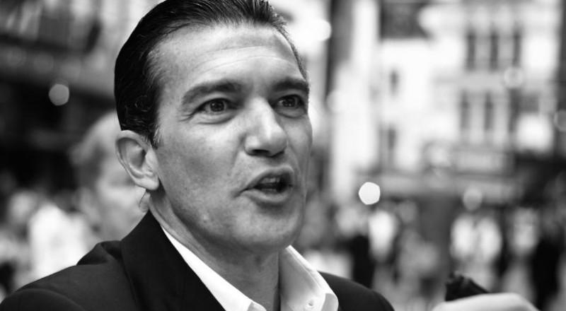 أنطونيو بانديراس بإطلالة صادمة.. شاهدوا كيف فقد وسامته