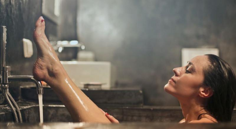 5  أخطاء ترتكبها أثناء الإستحمام