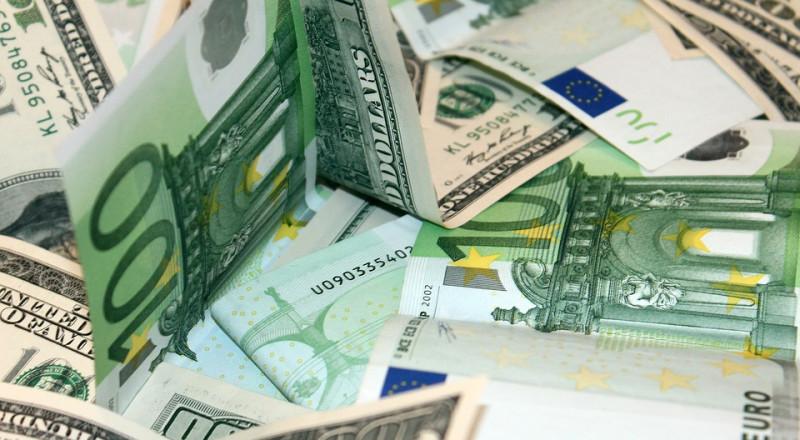 الدولار يتراجع أمام الشيقل