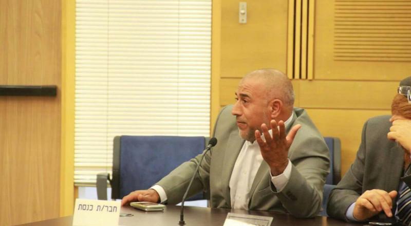النائب طلب ابو عرار يطرح قضية المساواة في اسعار السفريات العامة