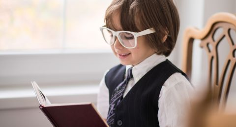 مساعدة لتلميذ مكفوف أو ضعيف البصر