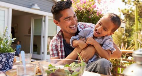 للآباء.. فائدة غير متوقعة للعب مع أطفالكم!