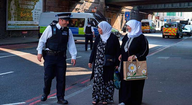 سيارة تدهس مسلمين في لندن