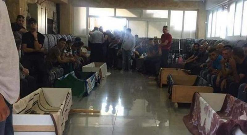 6 توابيت .. جنازة واحدة ، الآلاف يشيّعون جثامين ضحايا الحادث الدموي قرب القدس!