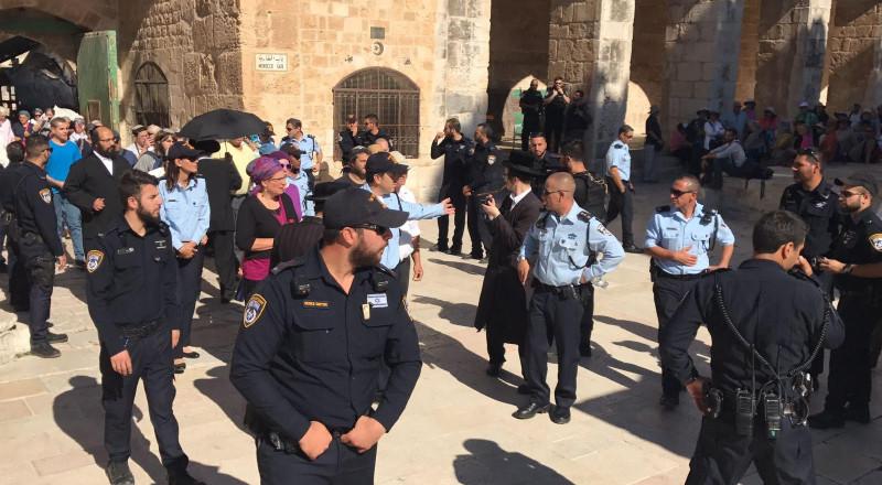 اغلاق الأقصى أمام المصلين واقتحامات بقيادة قائد شرطة القدس