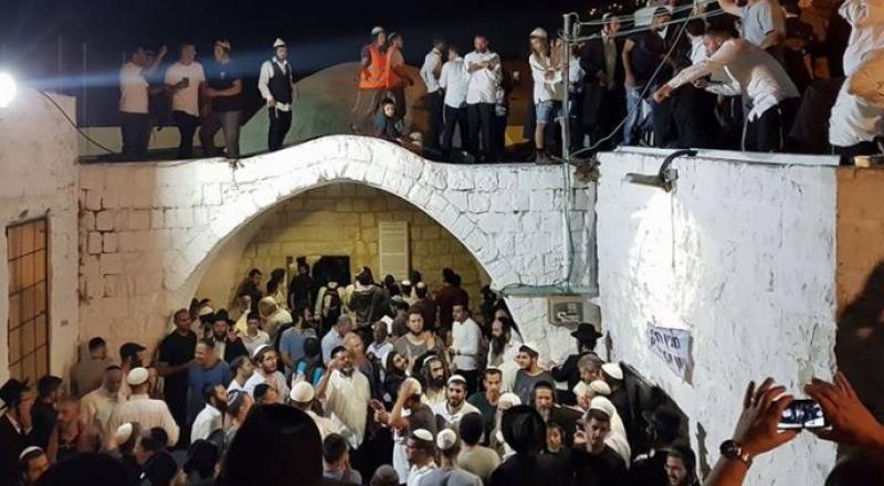 مستوطنون يقتحمون قبر يوسف بنابلس بحماية الجيش، ومواجهات في المكان